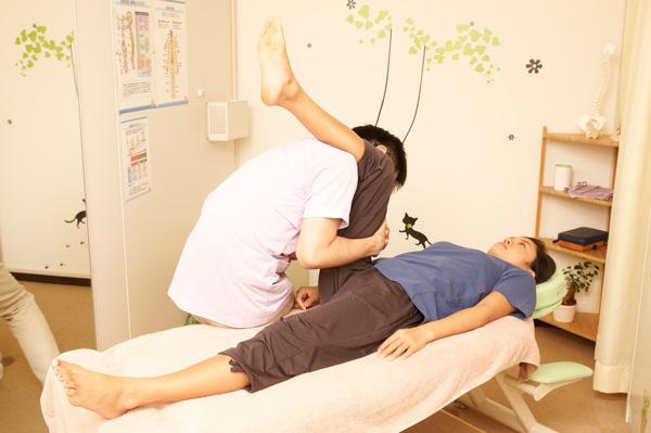 股関節の動きを付けています